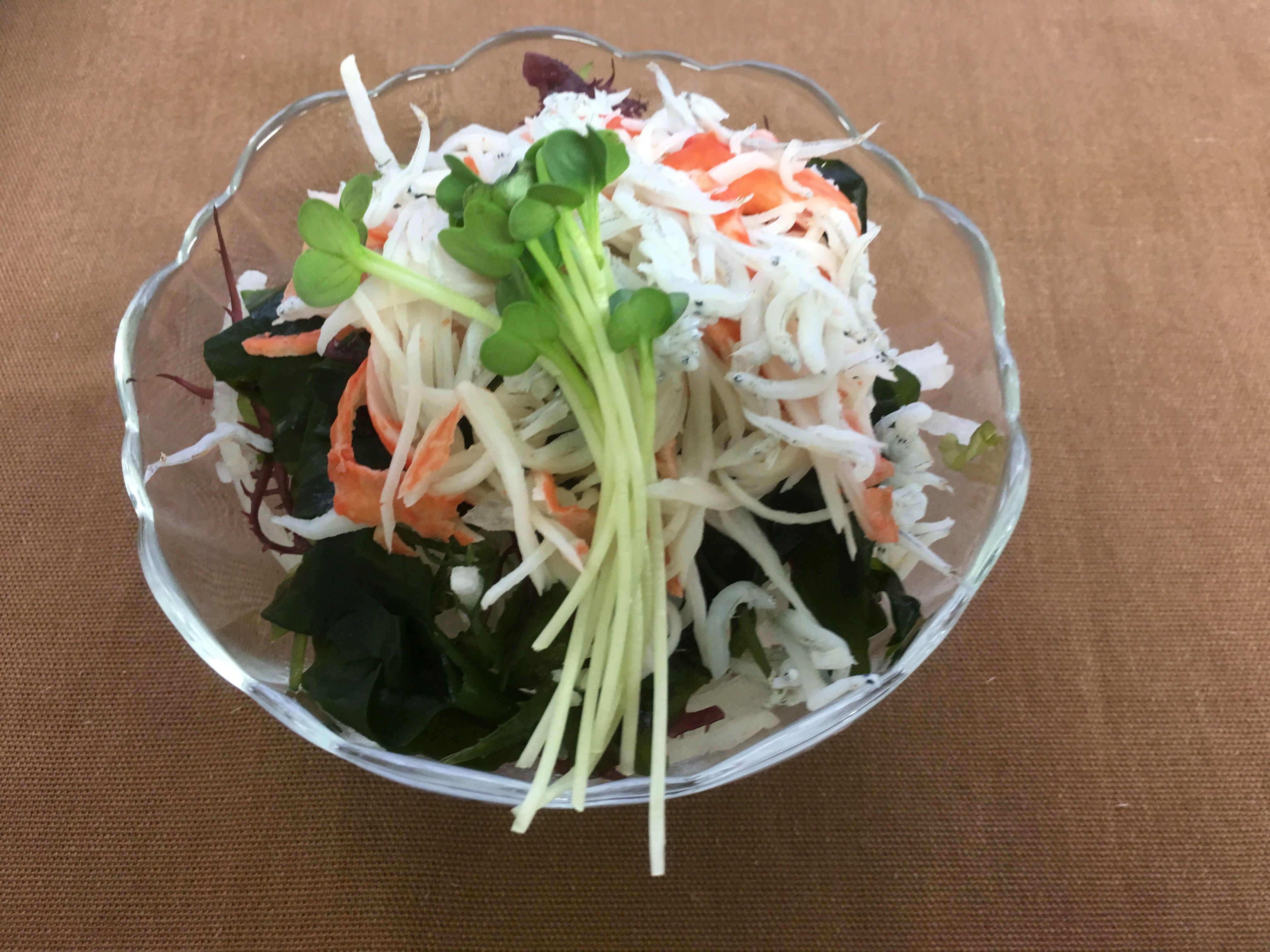 カニカマとしらすの海藻サラダ