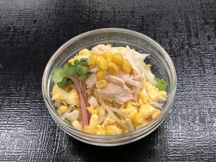蒸し鶏の親子サラダ