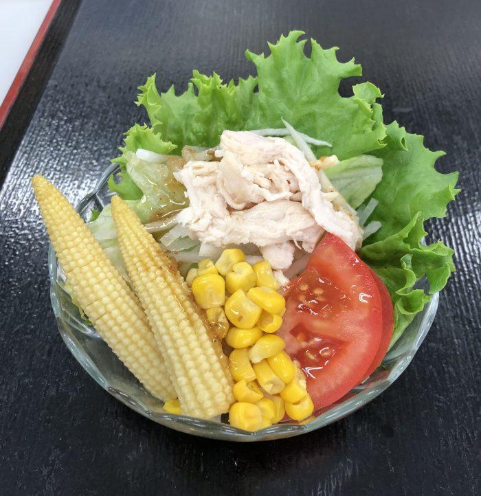蒸し鶏とコーンのサラダ