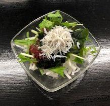 たっぷりしらすの海藻サラダ